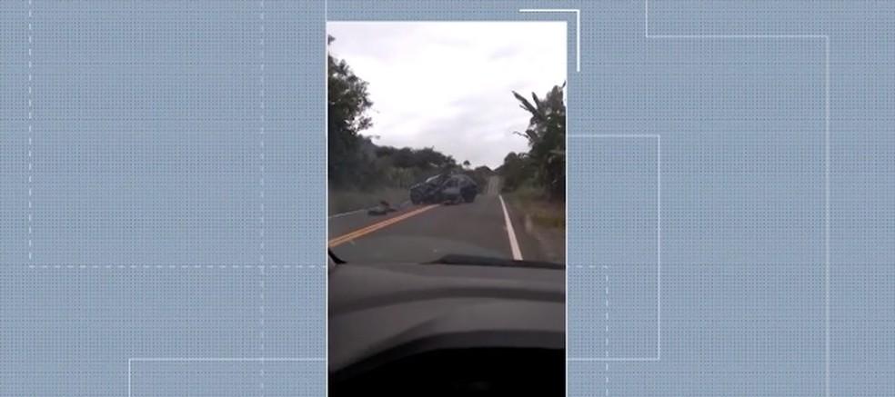 Acidente aconteceu na BA-652, na zona rural de Ibirapitanga — Foto: Reprodução/ TV Santa Cruz