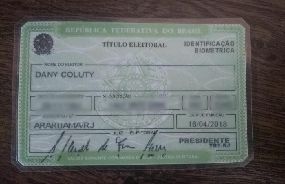 Dany Coluty, transexual retirada de banheiro em Araruama, RJ, tem título de eleitor com nome social — Foto: Dany Coluty / Arquivo pessoal