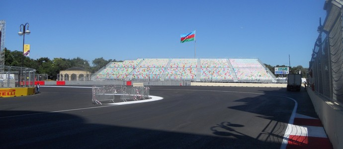 Curva 16, a que antecede a entrada do trecho de 2.100 metros de aceleração máxima. Circuito de Baku - Azerbaijão Fórmula 1 (Foto: Livio Oricchio)