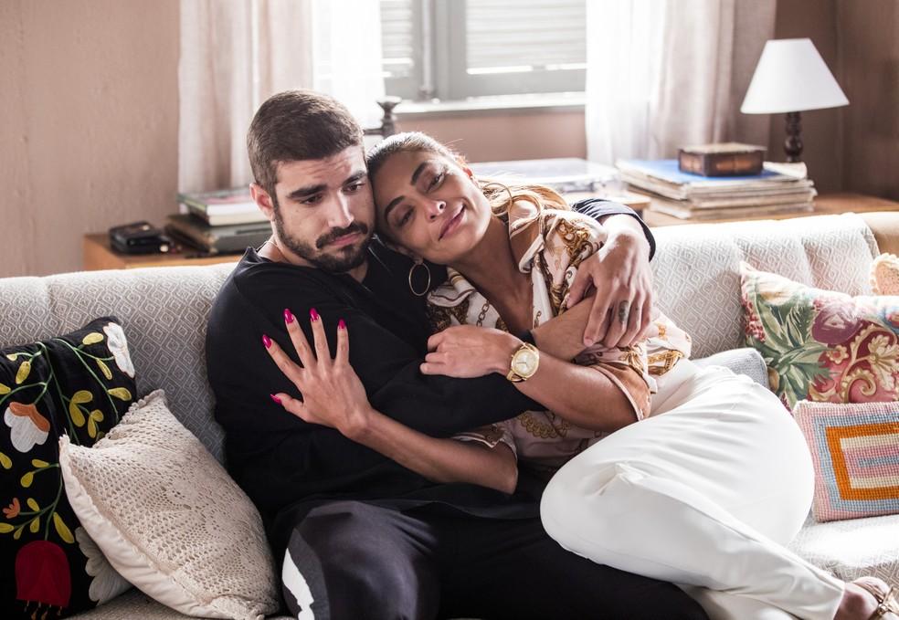 Maria da Paz (Juliana Paes) e Rock (Caio Castro) vão se encantar por Janete — Foto: João Miguel Júnior/Globo