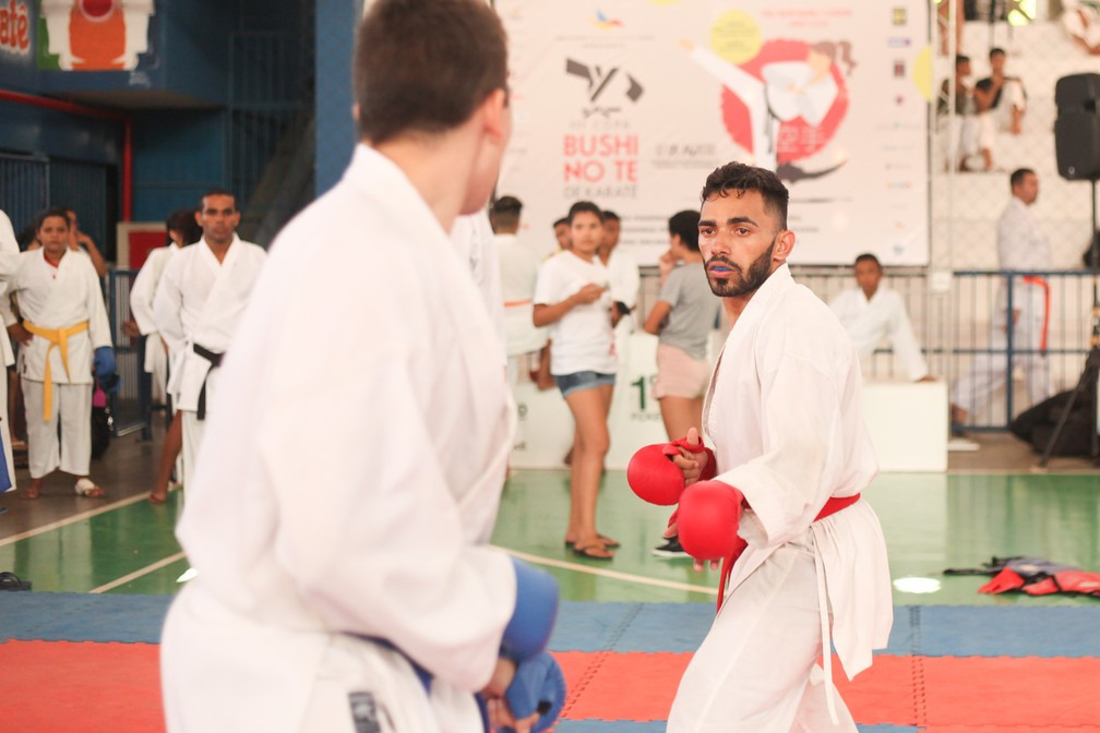 ... Alexandre Rosa pratica karatê desde os 10 anos — Foto  Divulgação IBLF 37063f51ace86