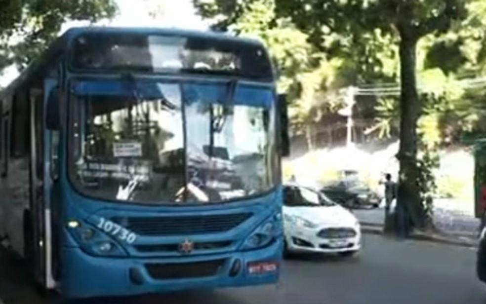 ônibus não entram no Complexo pela ladeira de Santa Cruz e fazem final de linha no Parque da Cidade, em Salvador — Foto: Reprodução/TV Bahia