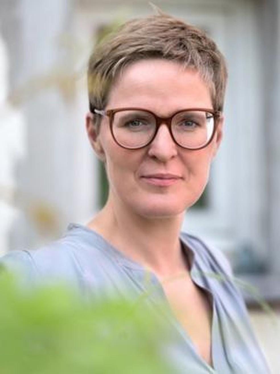 Elke Van Hoof, professora de psicologia da saúde na Universidade de Vrije, em Bruxelas, e especialista em estresse e trauma — Foto: Inge Wachtelaer/BBC