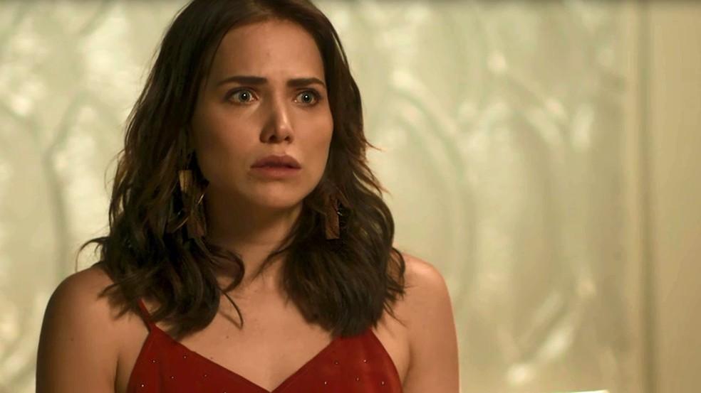 Rosa fica apavorada quando Laureta diz que ela está com sintomas de grávida (Foto: TV Globo)