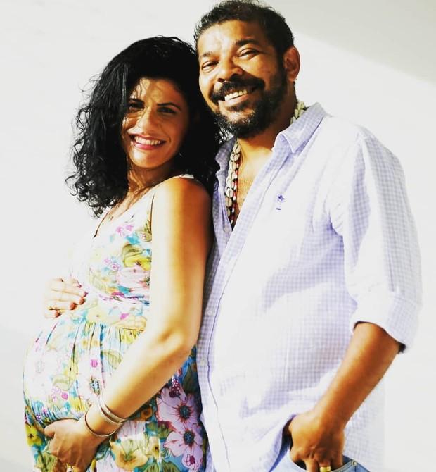 Déborah e Tunico da Vila, ao lado da filha, Madalena (Foto: Reprodução Instagram)