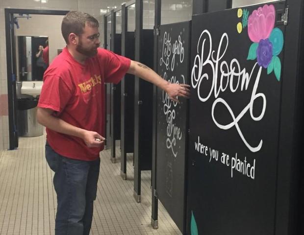 Frases de impacto e reflexão surpreenderam os quase 900 alunos (Foto: Reprodução Facebook)
