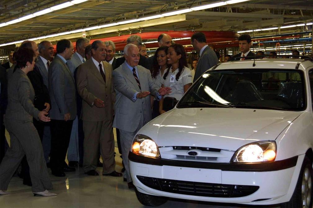 Cerimônia de inauguração da fábrica da Ford em Camaçari (BA), então anunciada como uma das maiores fábricas de automóveis em todo o mundo, em outubro de 2001. Foi a primeira montadora a se instalar na região Nordeste, representando um investimento de US$ 1,3 bilhão. Na solenidade personalidades como Antonio Carlos Magalhães, Marco Maciel, entre outros — Foto: Edson Ruiz/Estadão Conteúdo/Arquivo