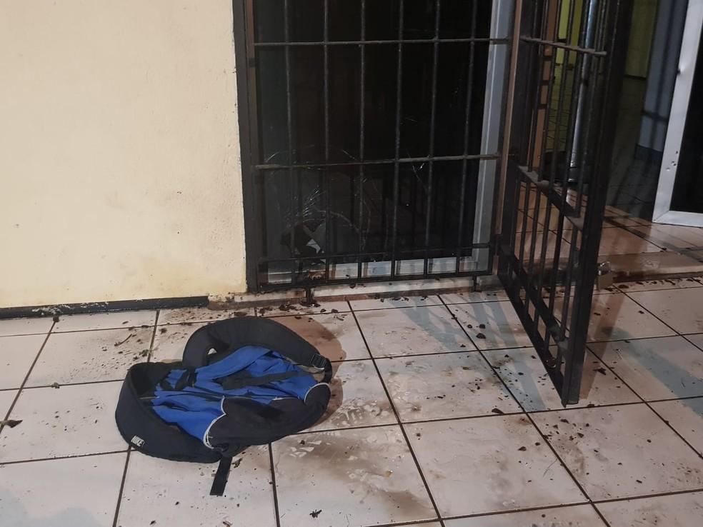 Prédio de Juizado Especial sofre princípio de incêndio durante ataque criminoso, no bairro Vila Velha. — Foto: Rafaela Duarte/ Sistema Verdes Mares