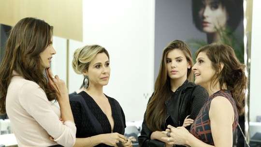 Carolina fica cara a cara com Samia, ex de Alex!