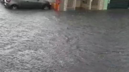 Autônomo de Ferraz de Vasconcelos faz boletim de ocorrência contra a Prefeitura por causa das enchentes