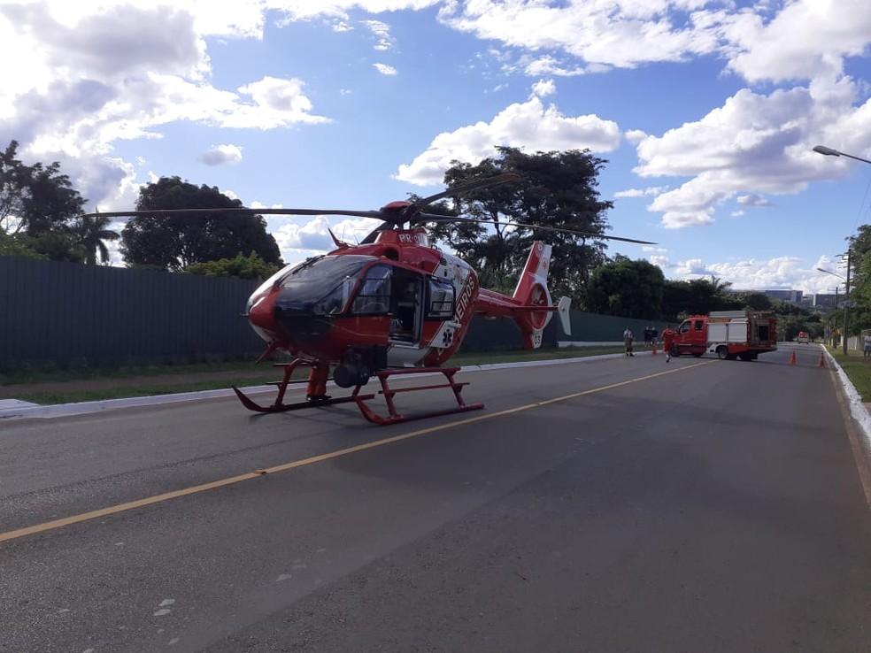 Helicóptero usado em resgate de bebê afogado no DF — Foto: Corpo de Bombeiros/Divulgação