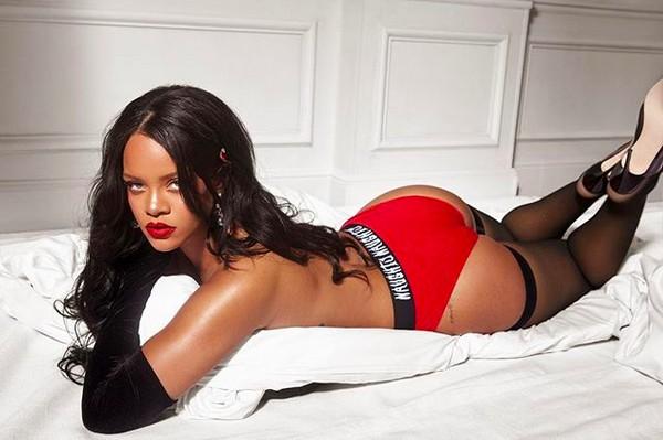 A foto da cantora Rihanna que foi comentada pelo rapper Chris Brown (Foto: Instagram)