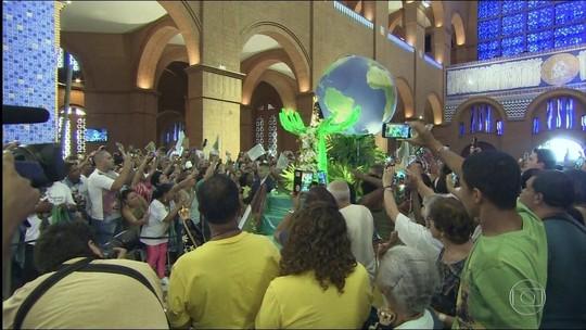 Milhares de fiéis participam das celebrações no Santuário de Aparecida