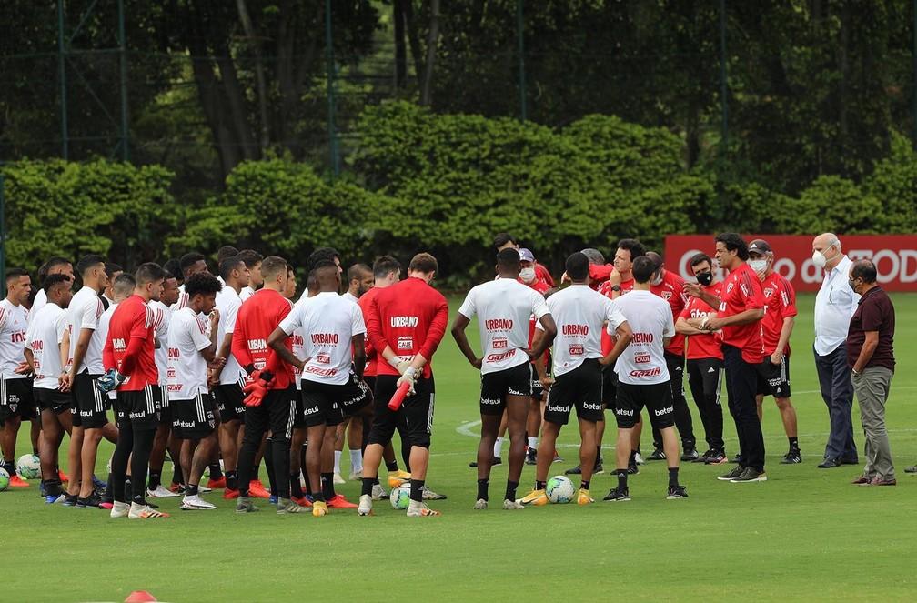 Muricy Ramalho se reuniu com jogadores e comissão técnica no CT do São Paulo — Foto: Rubens Chiri / saopaulofc