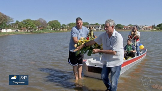 Missa debaixo de árvores à beira da lagoa marca Dia de Nossa Senhora Aparecida em MS