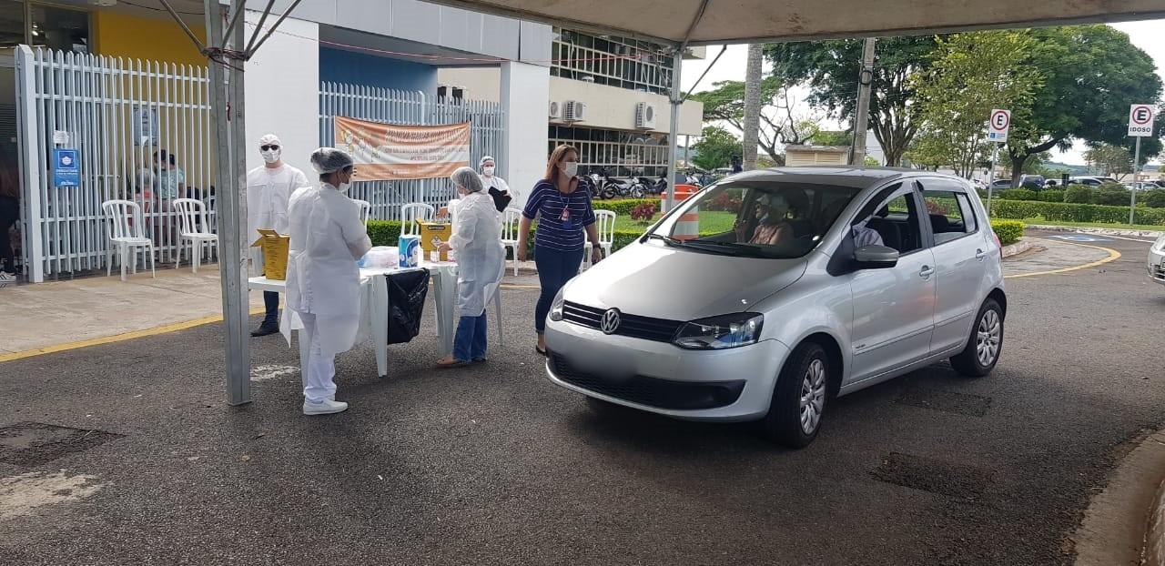 Moradores de 55 e 56 anos com comorbidade recebem vacina contra a Covid em Itapetininga nesta 2ª feira