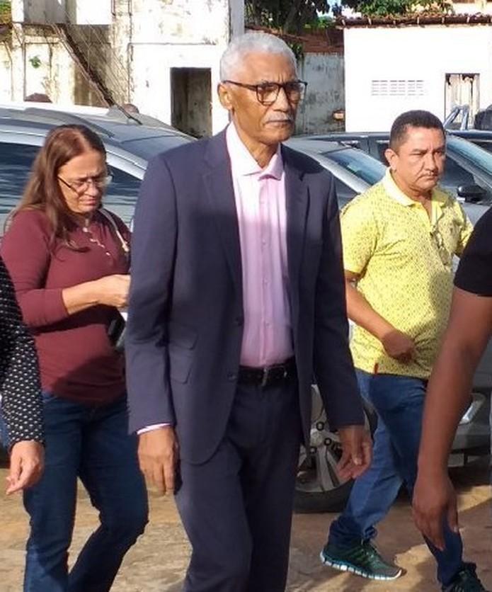 Domingos Dutra a caminho do centro administrativo de Paço do Lumiar, para 'reassumir' a prefeitura — Foto: Divulgação