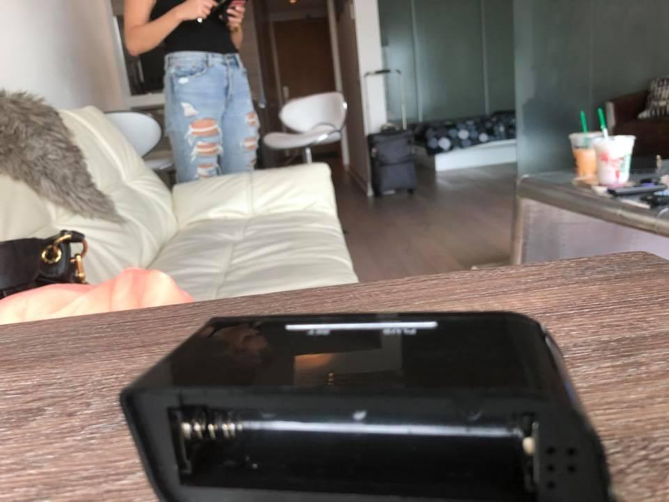 """Dougie disse que a câmera fica de frente para a sala de estar e para o quarto e """"pode ver tudo"""" (Foto: Reprodução / Facebook)"""