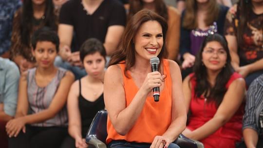 Laura Muller responde perguntas inusitadas de personagem do 'Tá no Ar'