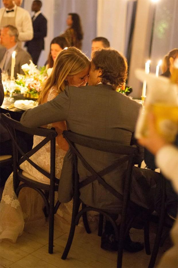 Gwyneth Paltrow e Brad Falchuk abrem álbum de fotos do casamento (Foto: John Dolan and Lynsey Addario)