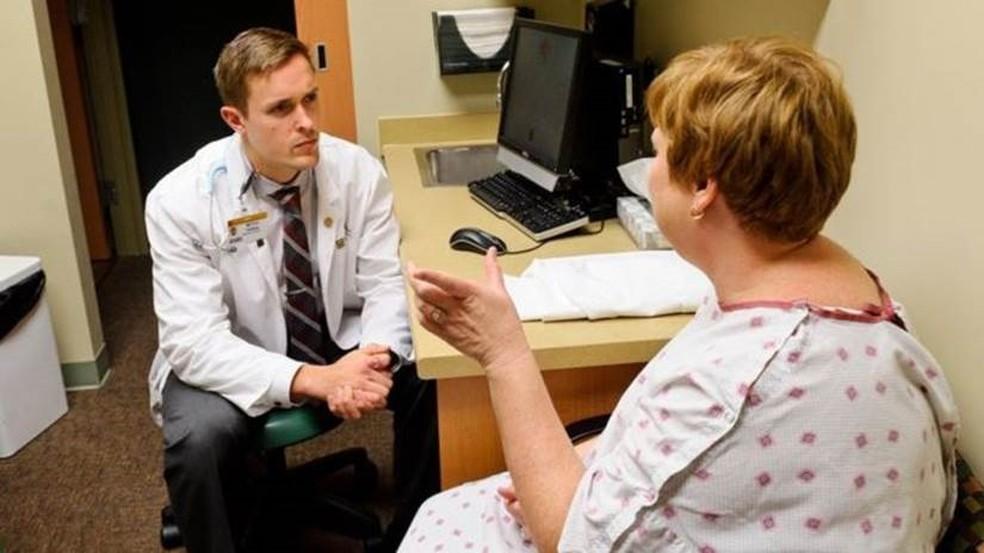 Psicólogo britânico Adam Michael Cox afirma que fobias de médicos e procedimentos de saúde representam metade de seus pacientes — Foto: Divulgação
