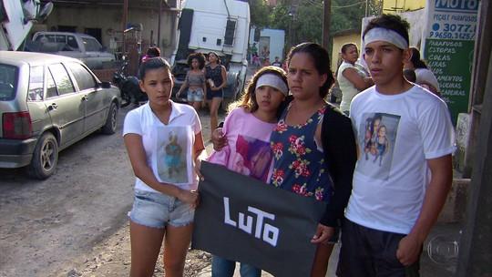 Parentes e amigos de criança morta por bala perdida no Recife realizam novo protesto na BR-101