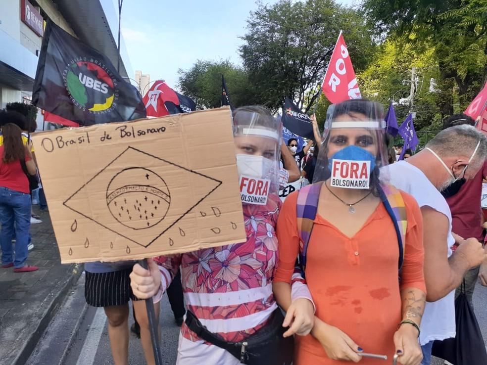 Manifestantes fazem ato contra o presidente Jair Bolsonaro no Rio Grande do Norte — Foto: Juliane Barreto/Inter TV Cabugi