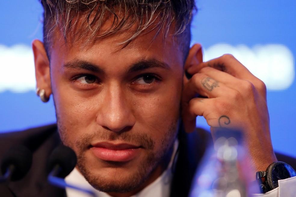 Neymar é apresentado no PSG na manhã desta sexta (Foto: Reuters)
