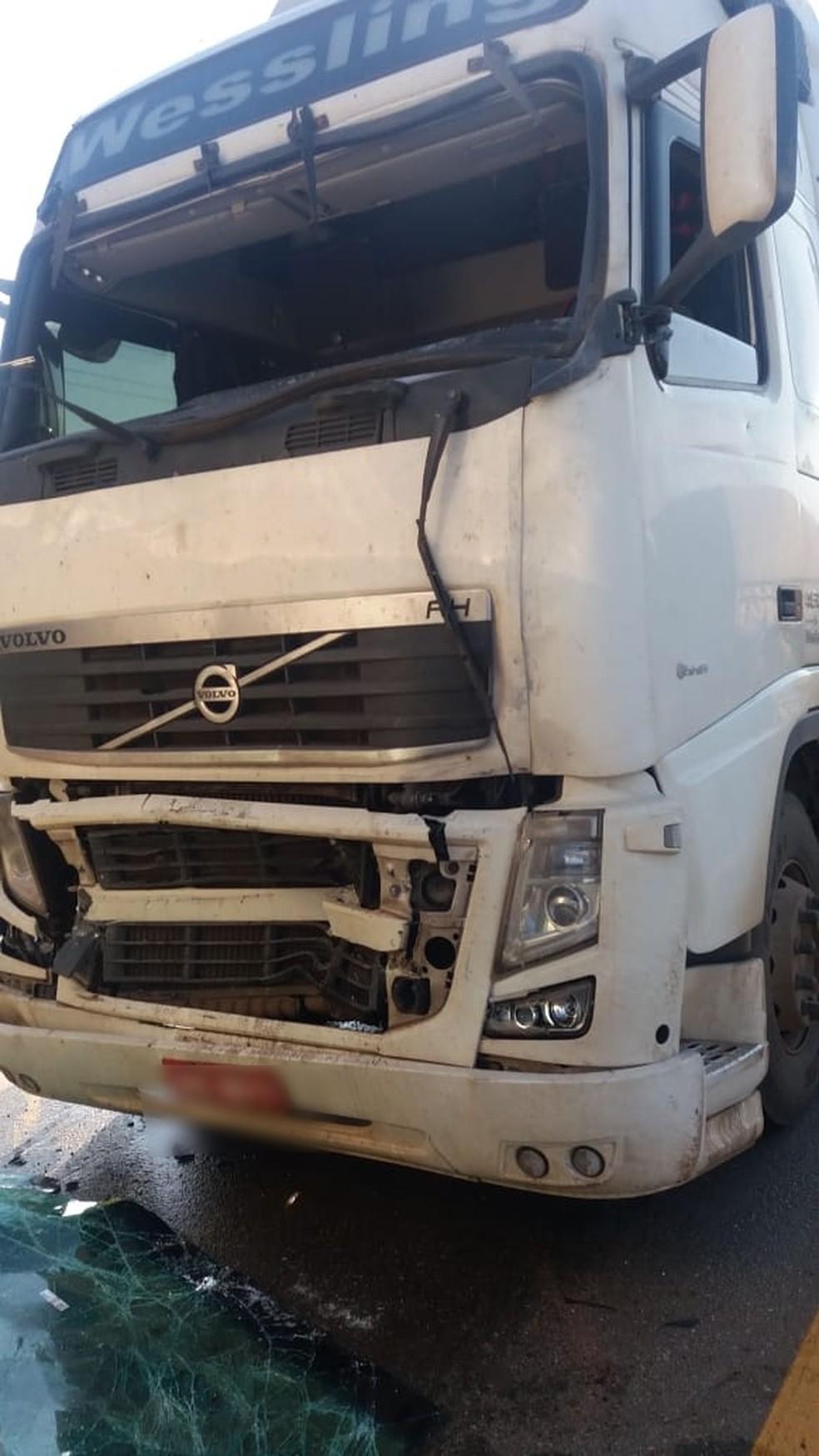 Acidente aconteceu na BR-364, sentido Porto Velho (Foto: PRF/ Divulgação)