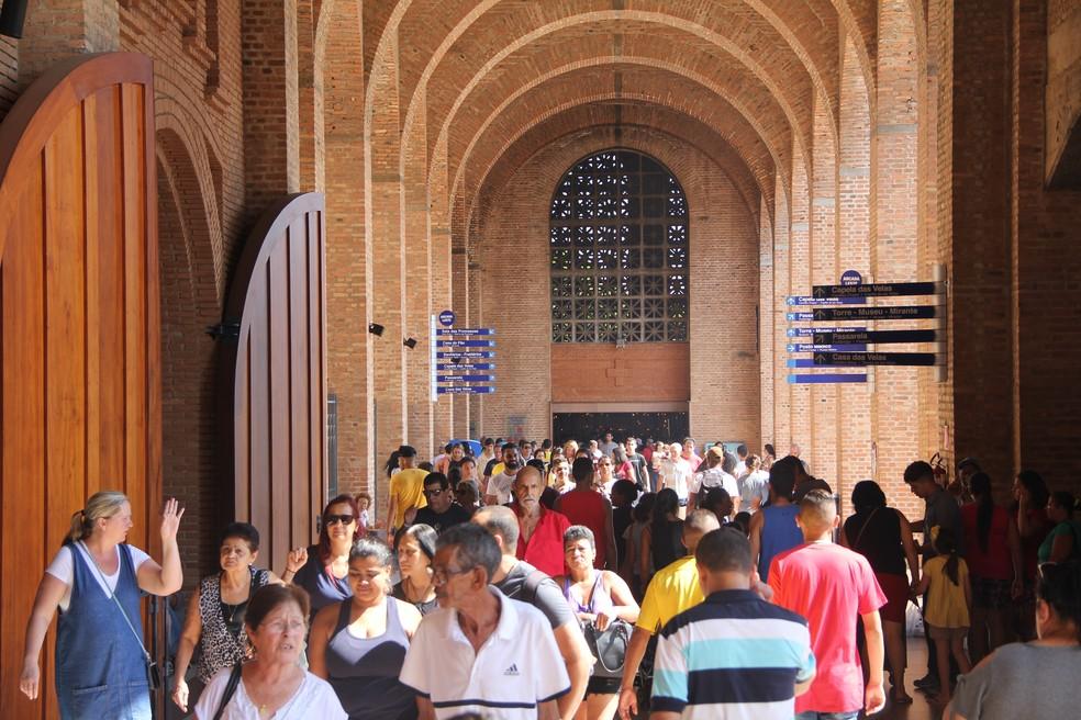Santuário Nacional de Aparecida recebe milhares de fiéis neste domingo — Foto: Victor Hugo/ Santuário Nacional de Aparecida