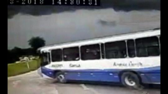 Câmera registra grave acidente envolvendo dois ônibus na BR-316, na Grande Belém