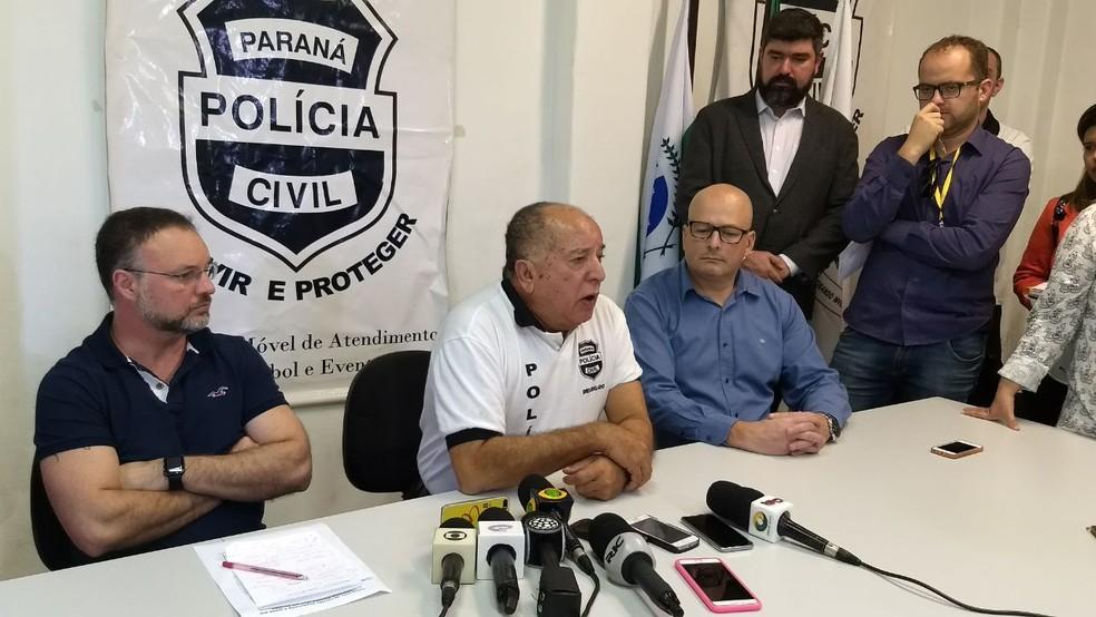 Demafe dá detalhes da prisão do suspeito em coletiva de imprensa (Foto: Ricardo Garcia/RPC)