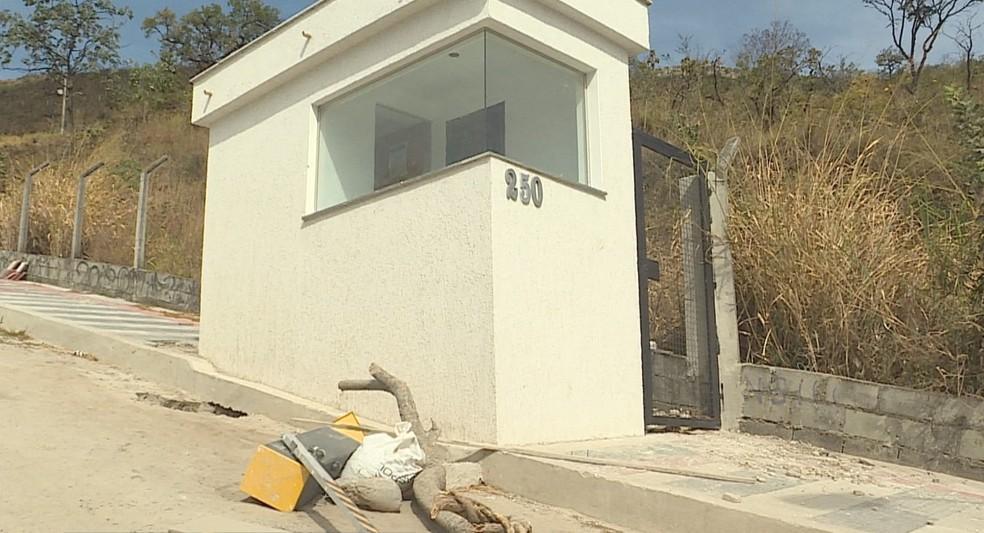 Guarita foi construída na entrada do mirante da caixa d'água, no Mangabeiras, em Belo Horizonte — Foto: Reprodução/TV Globo