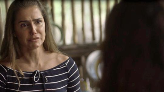 Karola, personagem de Deborah Secco, inventa para Luzia que Beto está morto