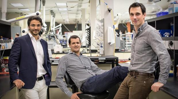 Gene Berdichevsky, Alex Jacobs e Gleb Yushin, da Sila Nanotechnologies (Foto: Reprodução/Facebook)