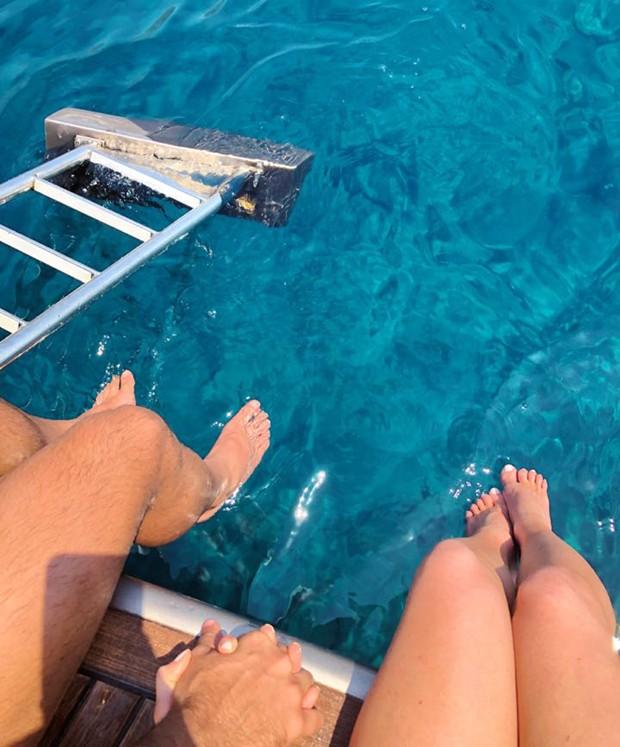 Pernas e pés de Xande Negrão e Marina Ruy Barbosa (Foto: Reprodução/Instagram)