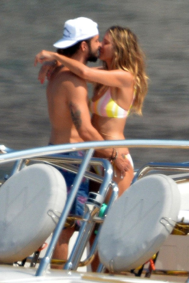 Heidi Klum curte passeio de iate com o namorado, Tom Kaulitz (Foto: Backgrid)