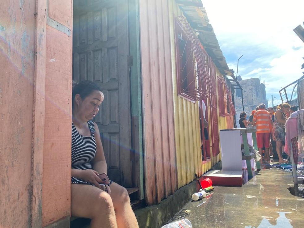 Rina Melo teve casa atingida por incêndio — Foto: Carolina Diniz/G1 AM
