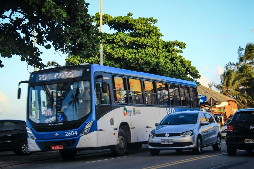 Prefeitura aumenta quantidade de ônibus que passam por shoppings em Maceió