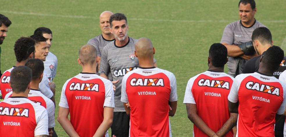 Contra a Ponte Preta, Mancini deve manter a maior parte do time que enfrentou o Cruzeiro neste domingo (Foto: Maurícia da Matta / EC Vitória / Divulgação)