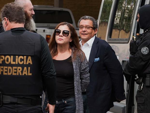 João Santana e sua mulher e sócia, Mônica Moura, são presos pela PF (Foto: Cassiano Rosário/Futura Press/Estadão Conteúdo)