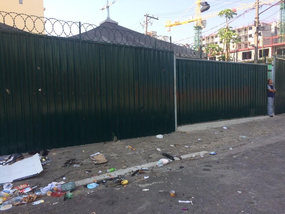 Tenda do projeto Recomeço, do governo do estado, está fechada com tapume. Local foi inaugurado em 2014 (Foto: Paula Paiva Paulo/G1)