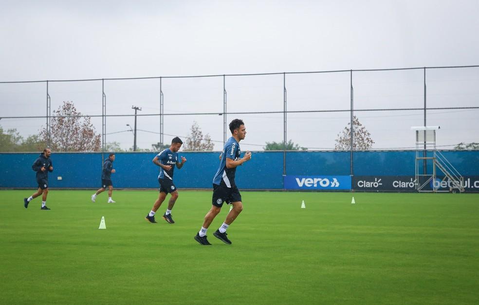 Pepê, Matheus Henrique, Thaciano e Thiago Neves correm em treino do Grêmio — Foto: Lucas Uebel/Grêmio FBPA