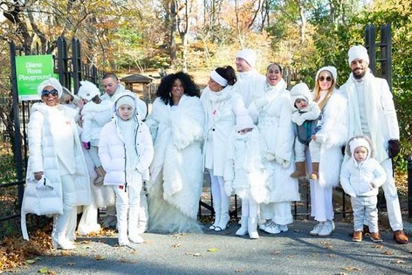 A cantora Diana Ross com filhos e netos  (Foto: Instagram)