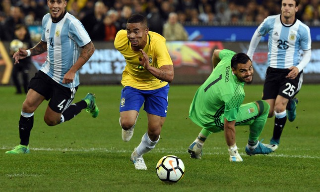 Brasil perde a primeira com Tite para Argentina