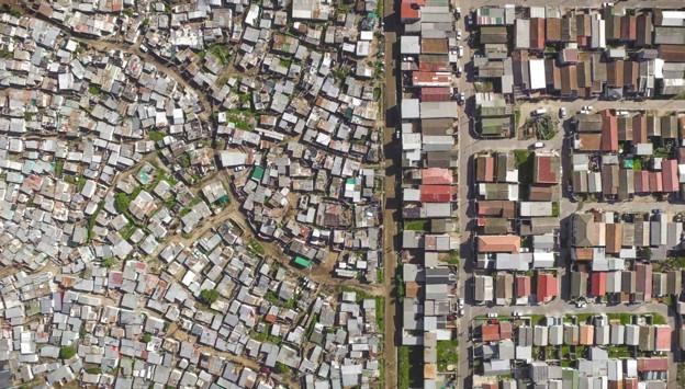 Desigualdade na Cidade do Cabo, na África do Sul (Foto: Johnny Miller)