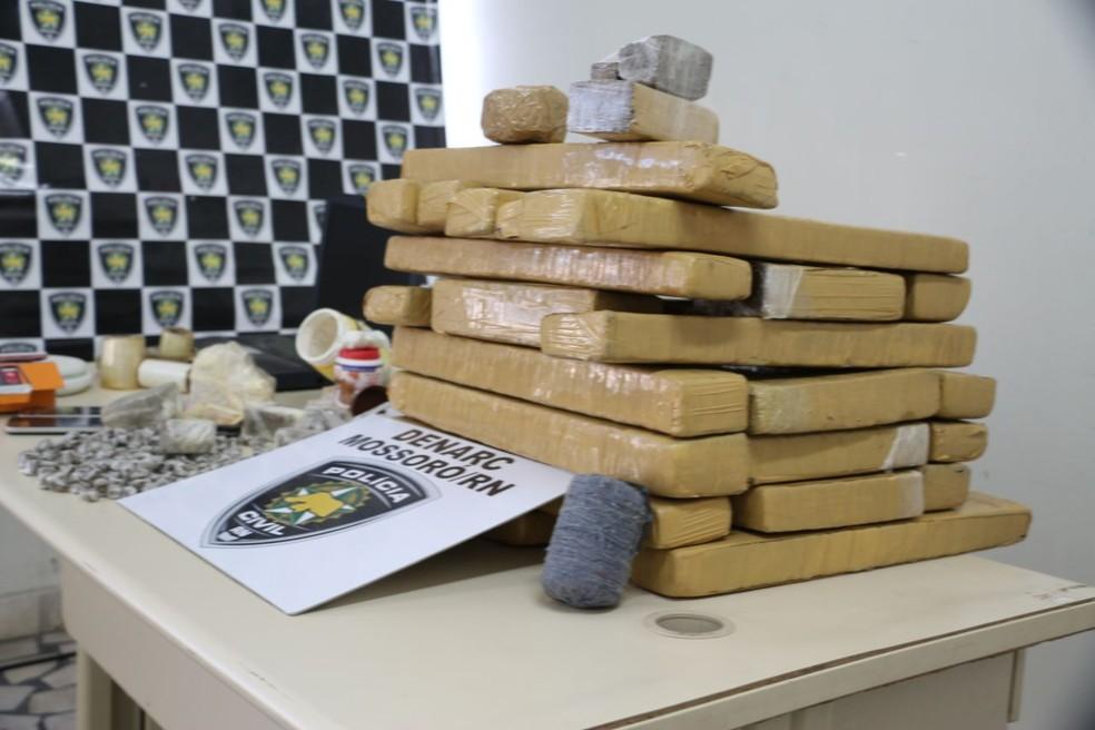 A polícia apreendeu 30,3kg de maconha em Mossoró (Foto: Marcelino Neto/O Câmera)