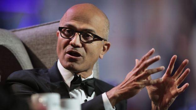 Satya Nadella, CEO da Microsoft, negou relação com a política do governo americano de separar famílias na fronteira (Foto: Getty Images via BBC News Brasil)