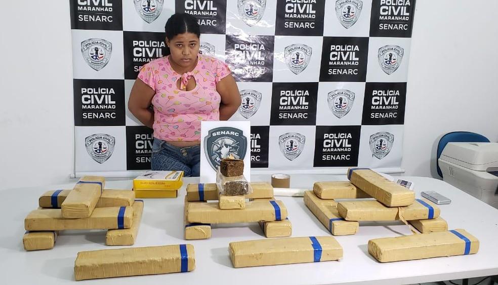 Angelica Santos Silva foi presa com 20 quilos de maconha no bairro São Bernardo, em São Luís. — Foto: Divulgação/Polícia Civil