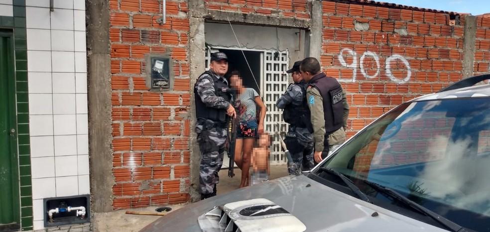 Mulher tem braço cortado pelo marido em Teresina — Foto: Divulgação/Polícia Militar